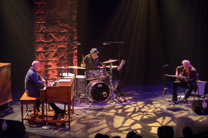 John Medeski & Marc Ribot Trio Jazz 2018 (Credit - Frédérique Ménard Aubin)